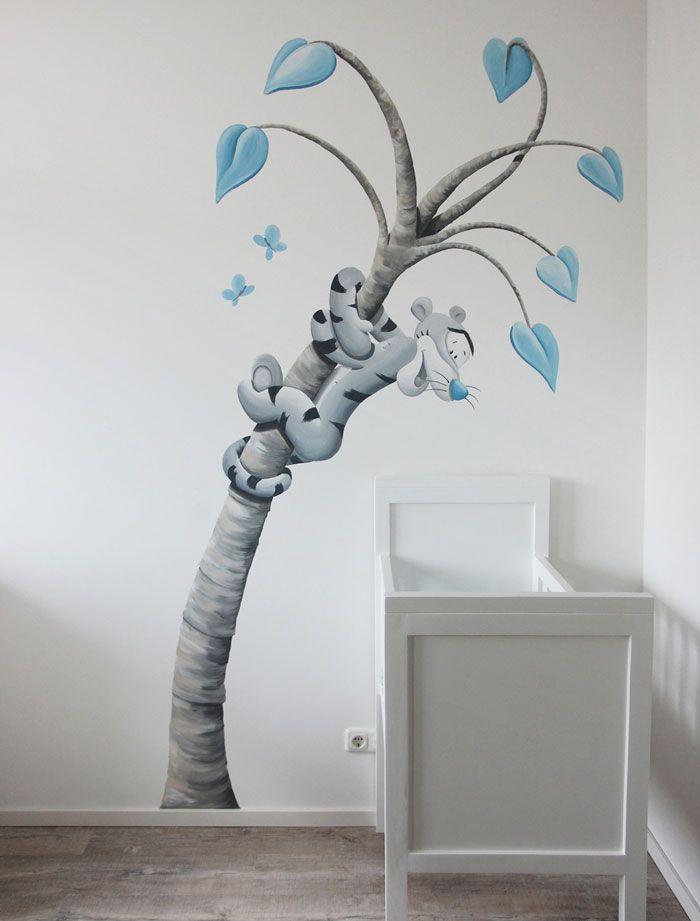 Wandbild Tigger in einem Fantasiebaum von BIM Mural. Tigger ...