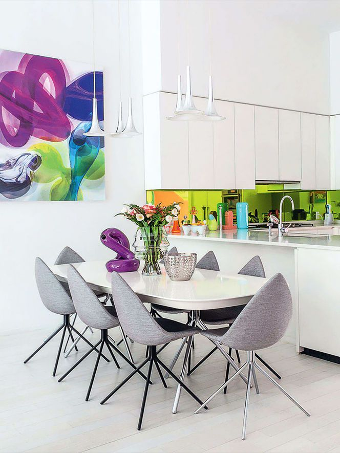 Sala de Jantar com detalhes Coloridos