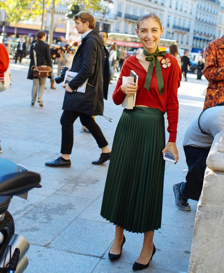 Jenny Walton green pleated skirt, cropped sweater, little black shoe... perfectly sweet and timeless