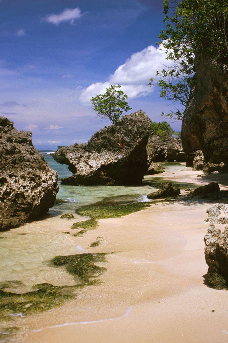 Bali è una destinazione che non si può ignorare sia perché è super-popolare per i viaggi zaino in spalla e sia perché è una meta privilegiata per il gap year e questo vuol dire che potresti trovare altre viaggiatrici single. In più, se ti senti intrepida, ci sono un sacco di tour turistici a cui puoi partecipare.
