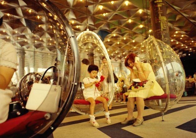 大阪万博の電気通信館で出品されたワイヤレステレホン=NTT技術史料館提供