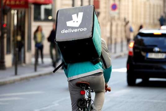 Les «bikers» de la société de livraison de repas à domicile se mobilisent contre la généralisation du paiement à la course imposée par la direction.