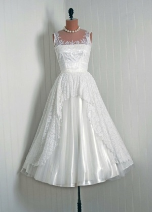 Can 39 t decide if awesome potential or hideous 1950 39 s for Can t decide on wedding dress