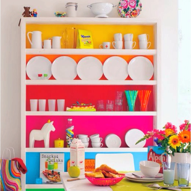 What a cute shelving color scheme for a little girl!