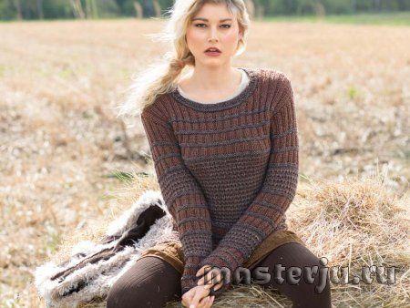 Пуловер с поперечными полосами