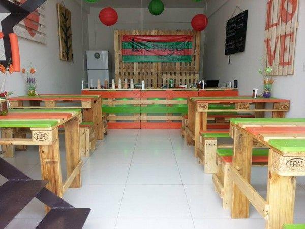 horeca | tafel en banken van pallets | salade bar, Mexico