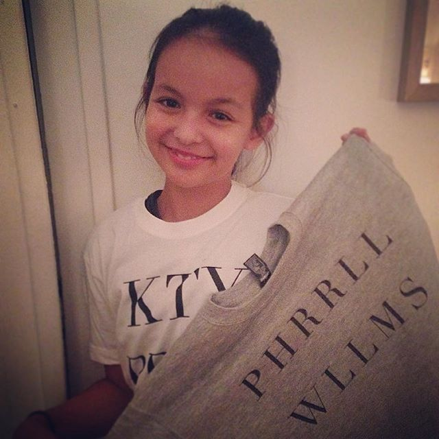 Anaem our cutest Singapour fan! ❤️ #itshirt #pharellwilliams #katyperry www.itshirt.fr #tee #sweat #fashion #bobo #paris #singapour #trend  #tendance #mode  #france #namedroppin  #tshirtgraphique #yolo #trends #instadaily #shop #nmdp #madeinfrance #withlove