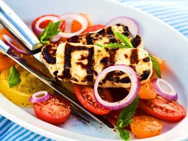 Tomatsallad med grillad halloumiost (kock Jonas Borssén)