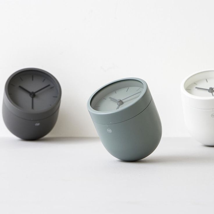 Inject modern design to into your home with this Norm Tumbler Alarm Clock from Menu. A quirky, stylish take on traditional alarm clocks, its rounded no-tilt design will add a unique twist to your beds