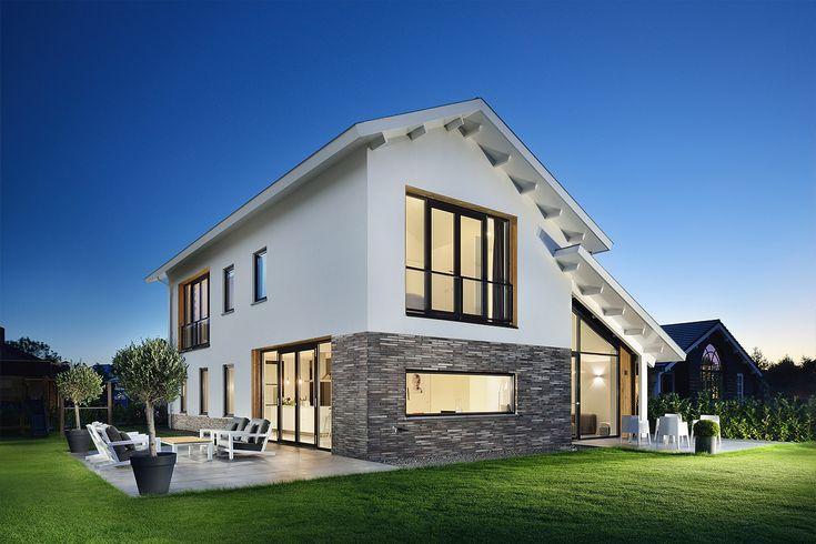Moderne woning met kap, combinatie van stucwerk, lange baksteen en strakke dakpan. Ontwerp BNLA architecten, fotografie Studio de Nooyer.