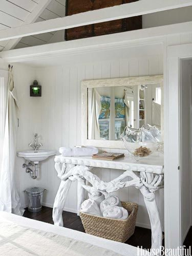 The console could also serve as sink base!: Beaches Houses Decor, Decor Ideas, California Beaches Houses, Beaches Home, Erin Martin, Beach Houses, Sinks, Small Spaces, Houses Tours
