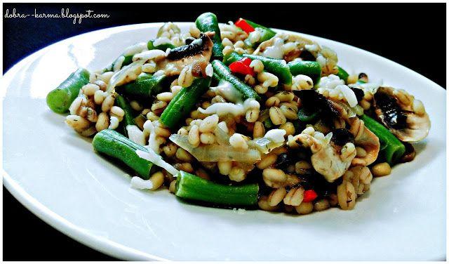 Dobra karma: Pęczotto z fasolą szparagową i pieczarkami