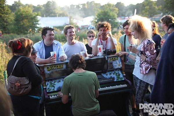 MIKA + Dan Rothchild (on piano) with i think Alexander Millar & Andy, surrounded many people at Latitude festival
