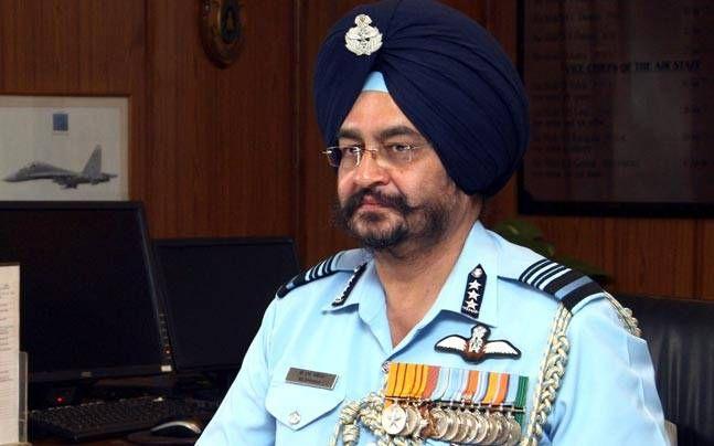 वायु सेना प्रमुख बीएस धनोवा ने सभी अधिकारियों को चिट्ठी लिखकर किसी भी समय युद्ध जैसी परिस्थिति से निपटने के लिए तैयार रहने को कहा है| रिपोर्ट के मुताबिक इस पत्र में 30 मार्च को साइन किया