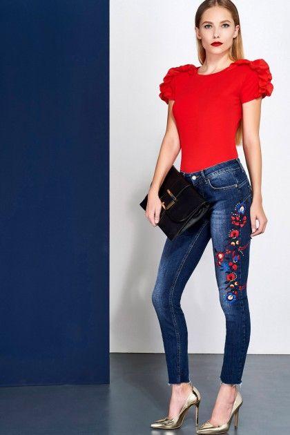 Party is waiting for you 🔥 Get your Liu Jo clutch through our casunique.com 🇷🇺 Будь королевой вечеринки! Клатч Liu Jo доступен к заказу на нашем сайте casunique.com #clutch #party #red #look #fashion #love #photooftheday #amazing #smile #look #style #designer #streetstyle #envelope #bangles