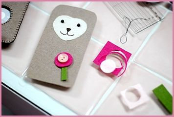 Really love this DIY iPod case - check out the instructional on how to make your own iPod case.