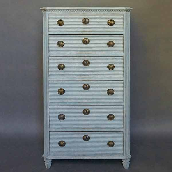 Swedish chest of drawers, circa 1860, with horizontal reeding on the six drawer fronts.