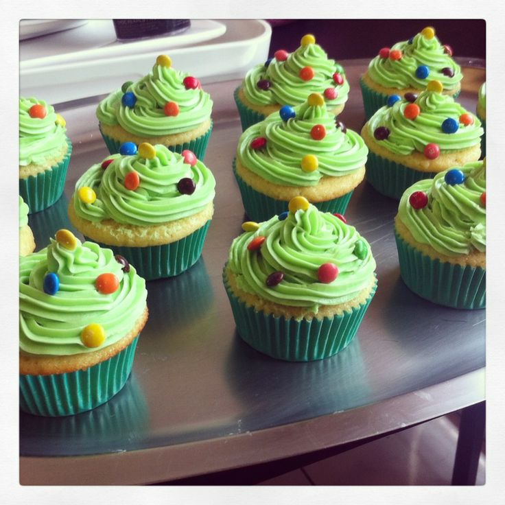 S & M cupcakes: Vanilla Christmas Tree cupcakes