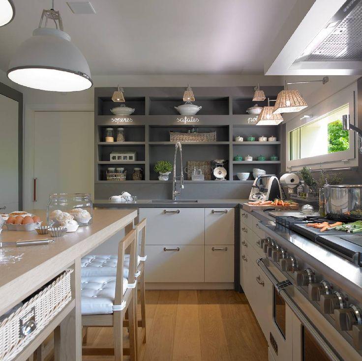 Founder and interior designer in chief at Maria Barros Home. 🌴 Cascais, Portugal. 📞 +351 21 485 2976