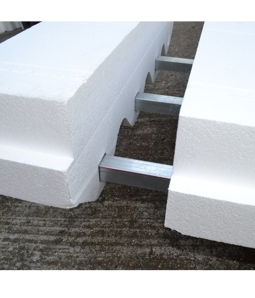 Following a rigorous innovation process that was supported by the DECC/TSB Invest in Innovative Refurbishment Fund, Jablite is launching Flat Roof Profiled+ a lightweight, reinforced, EPS (expanded polystyrene) over-roof insulation system.