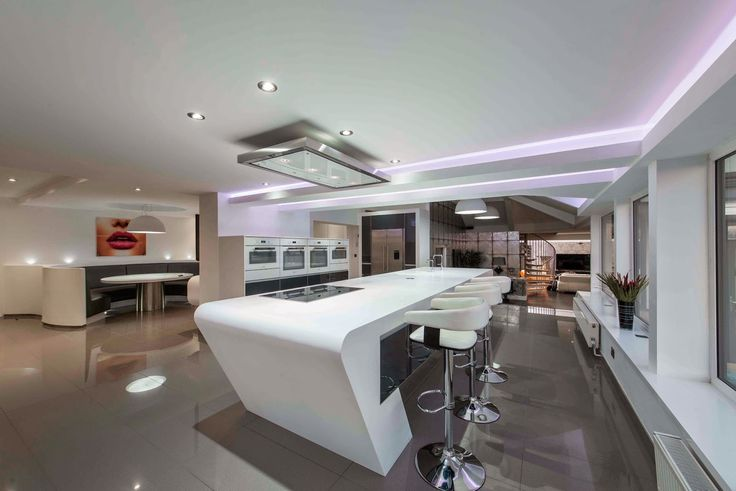 The issue in a very large kitchen is that the room can lack functionality and purpose if not planned appropriately. Zoning is a good way to combat this by breaking the room up into distinct areas - food preparation, cooking and dining