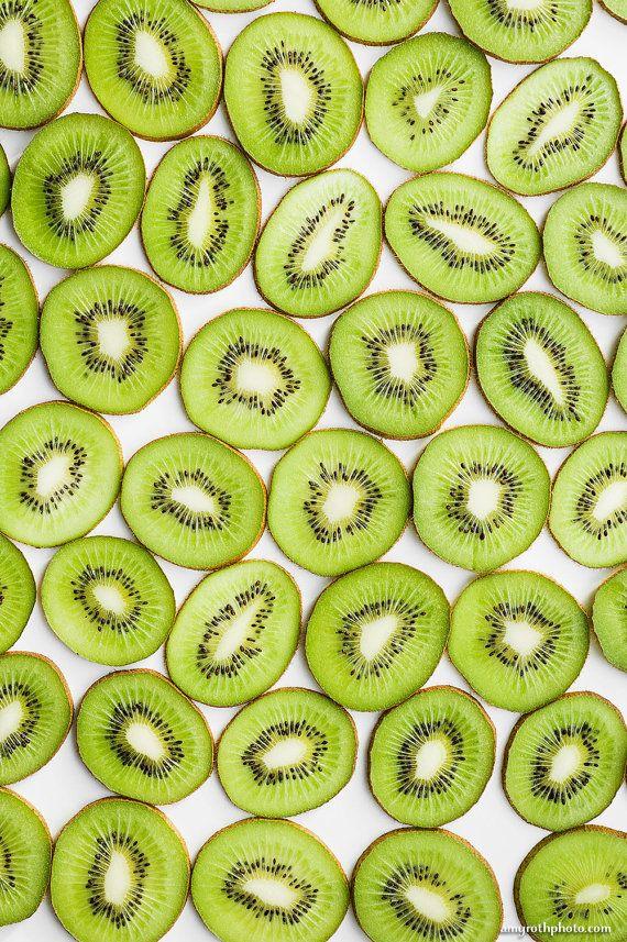 Kiwi Bodegón fotografía de comida arte de pared por AmyRothPhoto                                                                                                                                                                                 Más