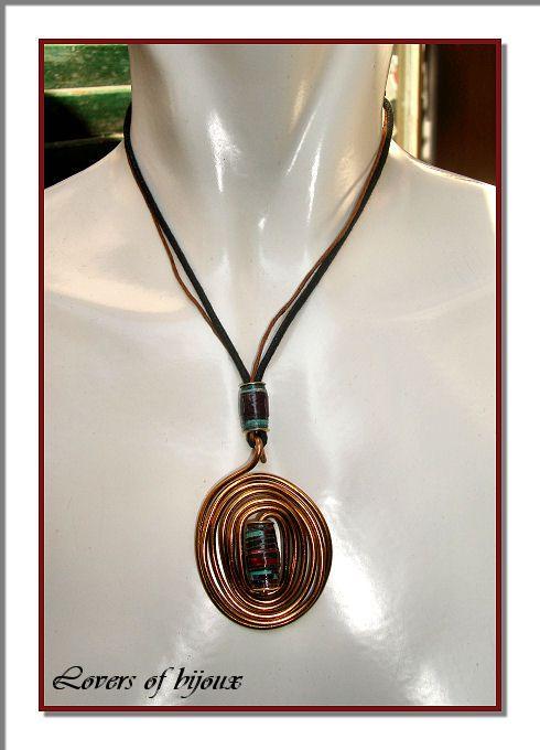 181/42 Ciondolo realizzato con tecnica wire, costituito da alluminio bronzato e perle di carta patinata trattata. Doppio cordino in cotone. Handmade, fatto a mano, artigianato italiano, made in Italy, paper pearl