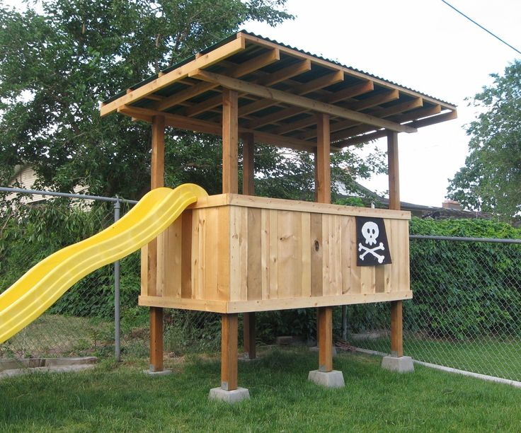 This is a relatively simple, elevated backyard fort I built for my kids. I have a very small yard with no trees whatsoever. But you don't need a tree,...