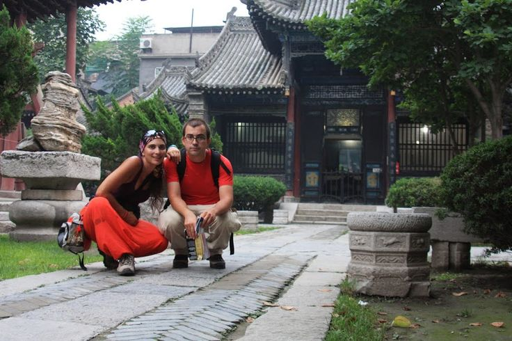 Xian, a capital da província de Shaanxi, foi a capital de 11 dinastias ao longo de mais de 4000 anos. A cidade marca o extremo oriental da míticaRota da Seda e foi nesta altura que atingiu o seu apogeu (dinastia Tang). Face à sua posição, converteu-se numa metrópole atraindo mercadores de diversas religiões e transformando-se …