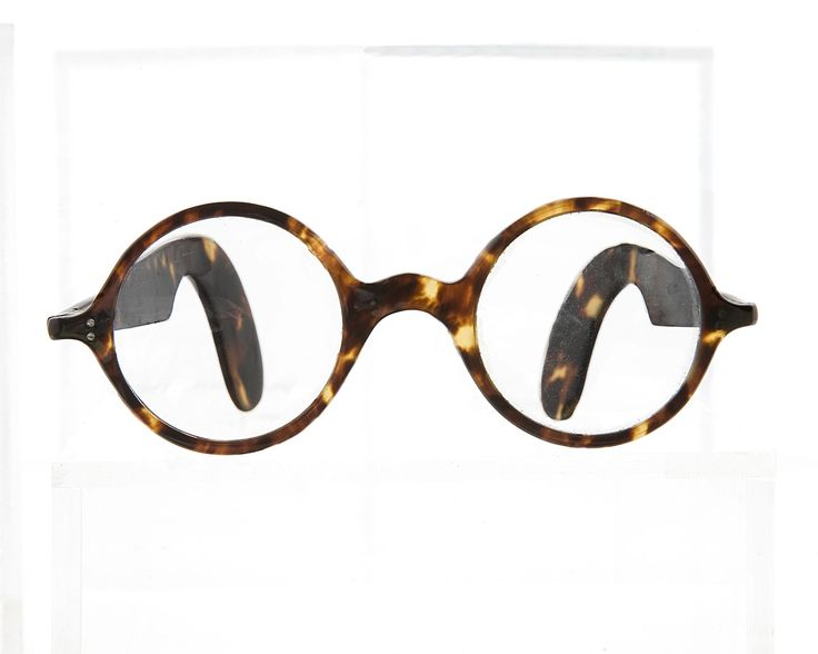 1930s round frame with scalloped fan sides in real tortoiseshell from General Eyewear's historical collection.