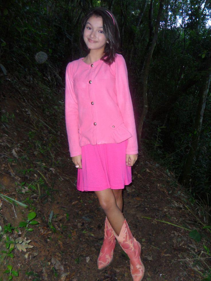 Bárbara Maia, atriz de Gaby Estrella, optou pelo look total pink com seu casaco Bugbee. Fashion demais!