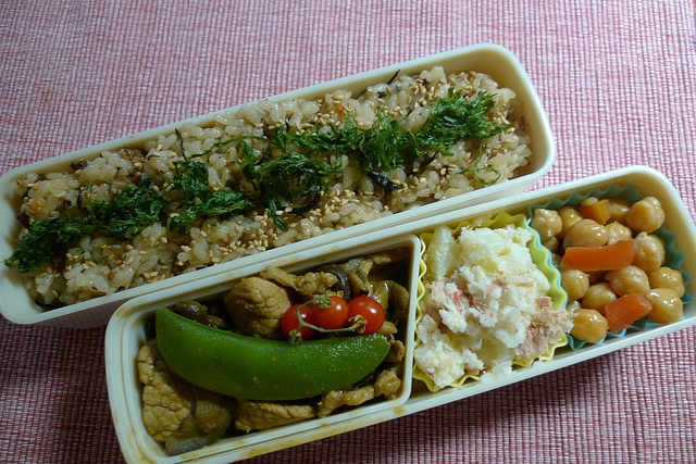 - Okinawa Juicy Rice with Seaweeds  - Curry: Green Peas, Pork and Eggplants  - Mash potato with Tuna  - Garbanzo Bean, Carrot and Sausage