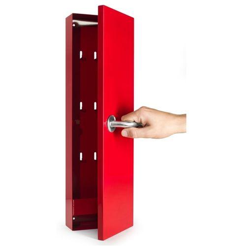 Dit Born in Sweden Sleutelkastje is een perfecte halaccessoire. Alle sleutels van de gezinsleden kunnen veilig in dit kastje opgeborgen worden. Niemand hoeft te zoeken naar zijn sleutels en dus ook geen rondslingerende sleutelbossen in huis!