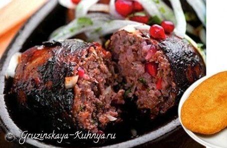 Абхазура - вкуснейшее блюдо грузинской кухни как в горячем, так и в холодном виде. Вкус абхазуры зависит от качества мяса, оно должно быть свежим