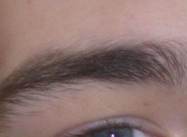 Flaking eyebrows look similar to what flakes look like on the scalp, it may it leave the area red and slightly inflamed . The area around the eyebrows will look dry and just brushing your fingers against the eyebrows will have the flakes popping off and look as if they are multiplying.  http://www.lorecentral.org/2016/07/flaky-eyebrows-causessymptoms-and-remedies.html  #flaky_eyebrows #dandruff #Seborrheic_dermatitis