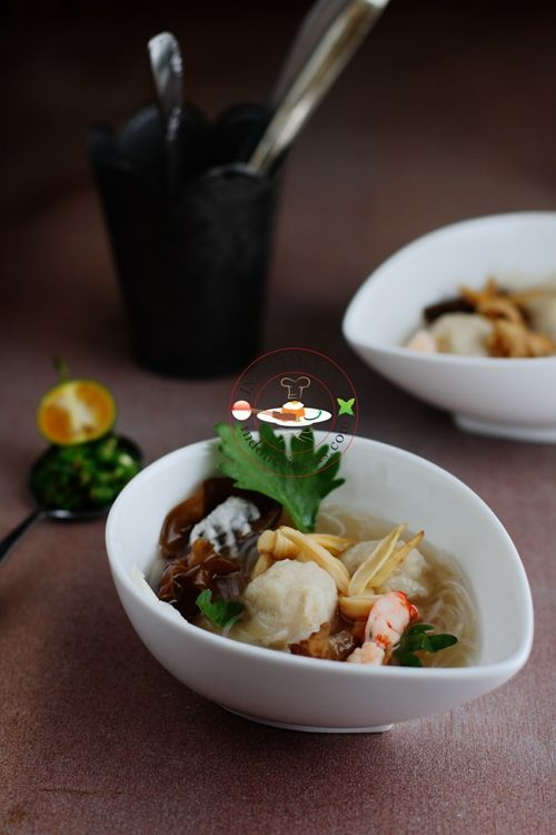 Tekwan (Palembang Fishball Soup)