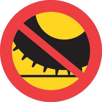 C44 – Förbud mot trafik med annat motordrivet fordon med dubbdäck än moped klass II