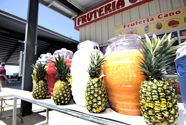 aguas frescas I like the Pineapple decoration to separate the vitroleros