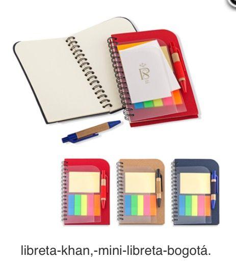 Mini Libreta en Cartón con Minibolígrafo, Bolsillo Separador y Stickies Adhesivos. Tipo de Producto: IMPORTADO Medidas: 9.5 cm x 14.3 cm. Área de Marca: 4 cm  Técnica de Marca: Tampografía Colores Disponibles: Azul, Natural y Rojo.