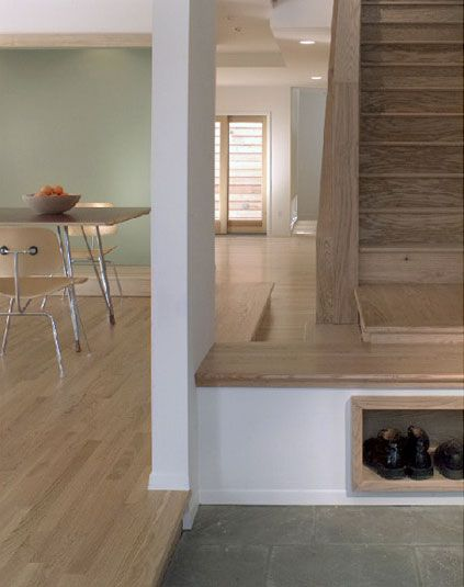 Built-In Landing Strip and Shoe Rack (mesada para apoyar cosas y zapatero, cerca del acceso, muy útil!) / PLY Architects' Michigan home and headquarters