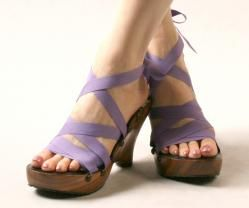 MOHOP shoes: interchangeable handmade vegan shoes...Have a different design every day by changing the ribbons!
