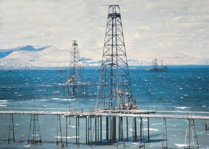 Antiguas torres de petroleo en el mar.Pasarelas en Comodoro Rivadavia .La gente solía pasear y pescar en ellas.
