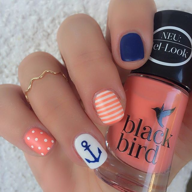 Nachdem es ein paar tage ziemlich ruhig um mich war....ich hatte einfach keine lust auf nägel machen...bin ich nun wiedermal mit nem maritimen design am start ⚓️ #blackbird - apricoat #p2 - seá la vie - navie #wynie - 111  #nailsoftheday #notd #nailfie #instanails #nailstagram #nagellacksucht2015 #nailart #naildesign #nailpolish #nageldesign #nagellack #sommer