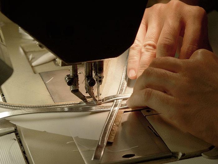 Die verstärkten Teile werden in nachfolgenden Arbeitsschritten je nach Modellvariante ab- oder umgenäht, bzw. umgeschlagen.