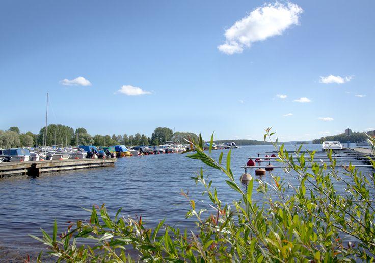 Hamnen i Smedjebacken. Via barken och Strömsholms kanal kan du ta dig till Stockholm och havet.