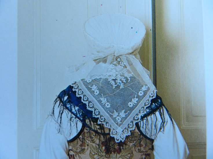 Luggude woman. Picture from the book ´Skånska dräkter - kvinnodräkten i Malmöhus län´ by Gertrud Ingers. Costume for high feast.