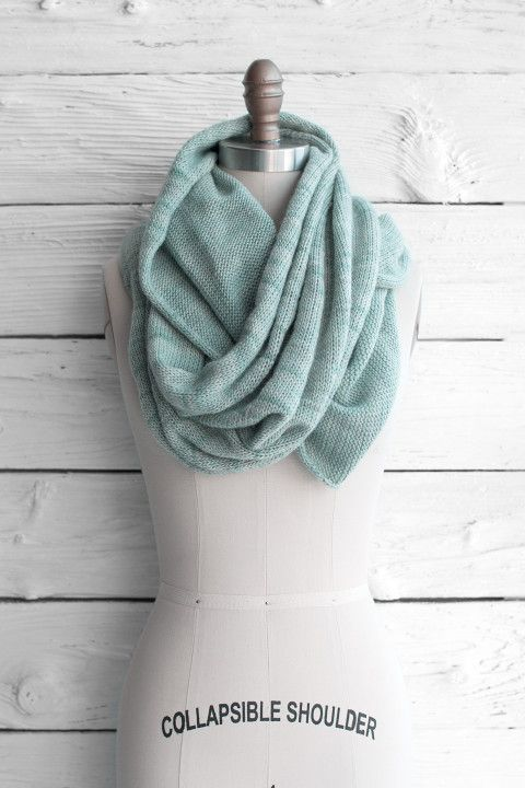 Knitted Stockinette Stitch Scarf Pattern : 1000+ ideas about Circle Scarf on Pinterest Infinity Scarfs, Loop Scarf and...