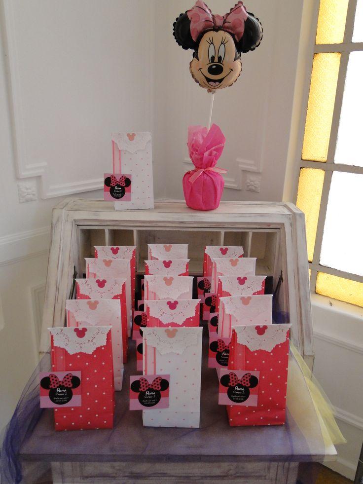 Un cumple de minnie muy rosa para una princesa de dos - Adornos mesa de centro ...