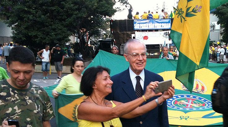 Casi 30.000 brasileños han firmado una propuesta al Senado para que se celebre un referéndum que permita la restauración de la Monarquía Parlamentaria en Brasil. La solicitud ha sido recibida y se encuentra en fase de estudio.
