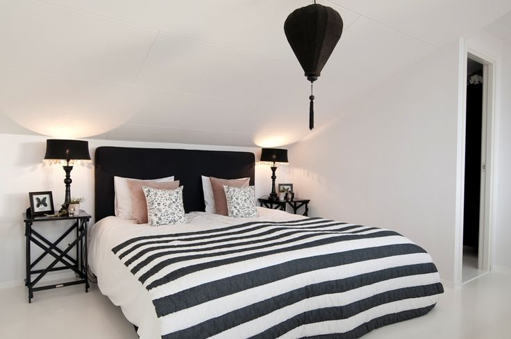 Black and white simplicity.House Decor Ideas, Beds, Black And White, Interiors Design, Sweets Dreams, Master Bedrooms, Black White Stripes, Bedrooms Ideas, Comforters